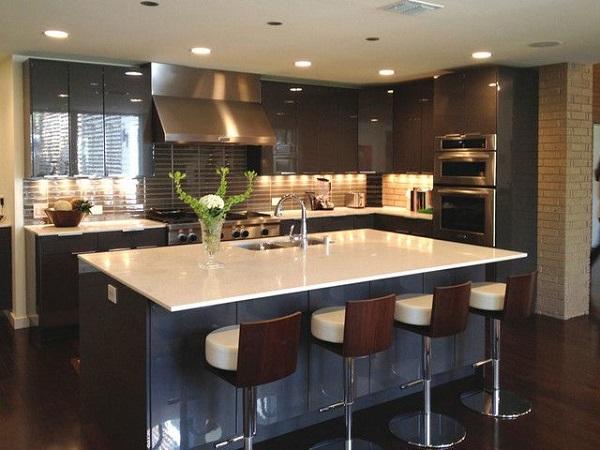 Phòng bếp hiện đại cùng gam màu trầm cá tính
