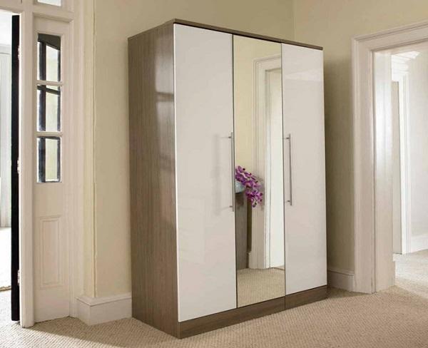 Có nên đặt tủ quần áo đối diện cửa ra vào không?