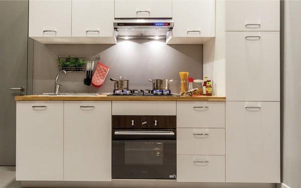 Lò nướng âm tủ có thiết kế rất gọn gàng.