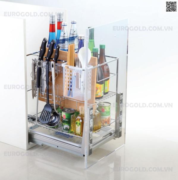 Sử dụng giá dao thớt gia vị, rất nhiều các vật dụng bếp như dao thớt gia vị đũa muôi,.. sẽ được sắp xếp gọn gàng tiết kiệm diện tích.