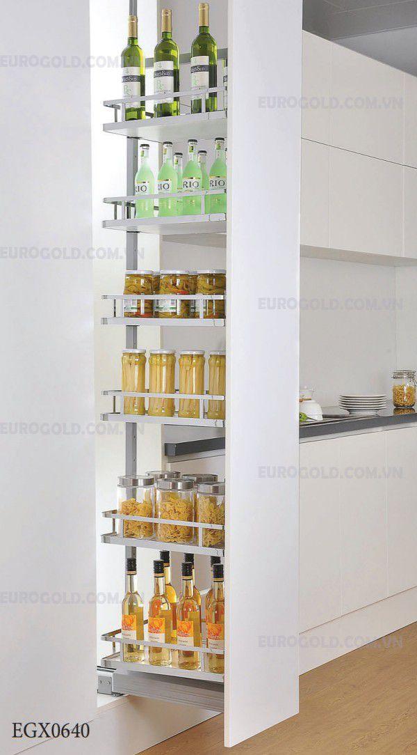 Tủ kho dạng rút với kích thước nhỏ gọn nhưng sức chứa tương đối lớn. Như vậy gia chủ không cần lo những thực phẩm đồ khô bếp không có nơi lưu trữ.